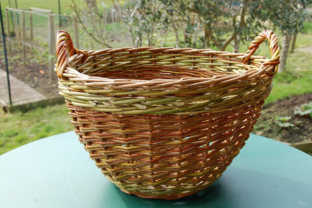 Small storage basket in brown and hedgerow willow