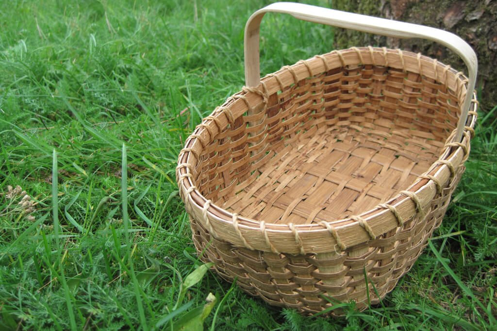 Solid bottomed Shaker basket in sweet chestnut bark